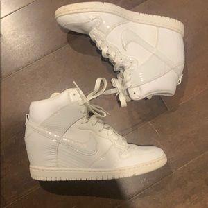Women's nike kicks with built in heel